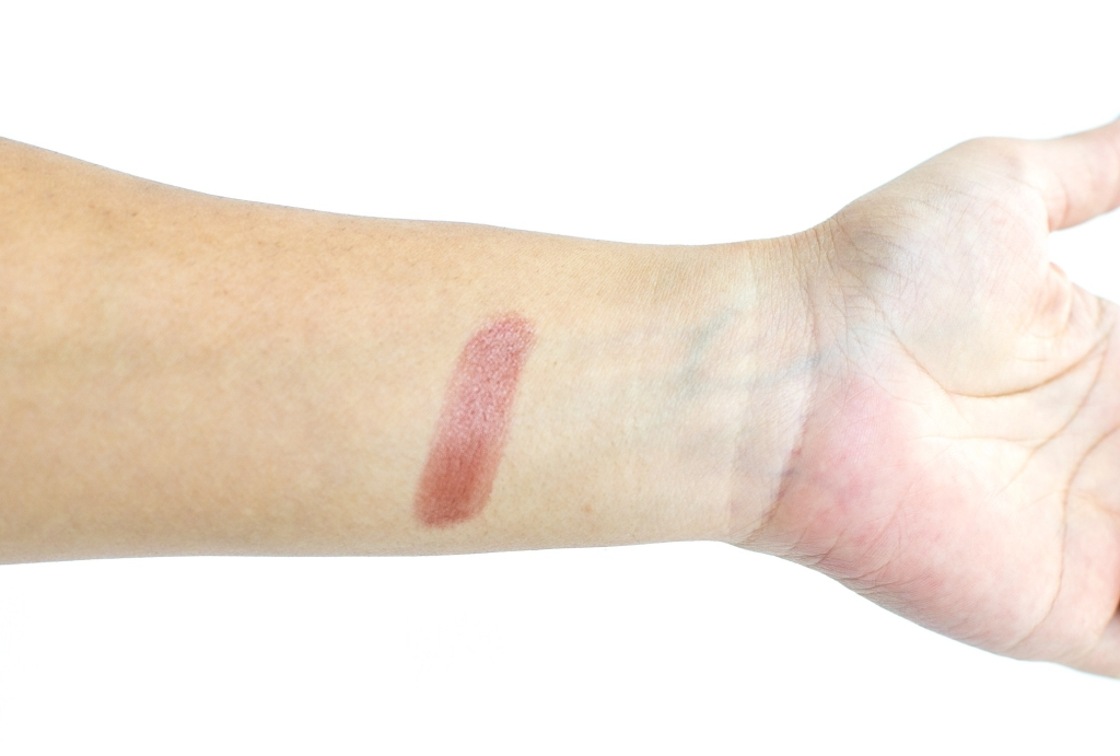 Swatch and review of Henne Organics Luxury Lip Tint in Intrigue